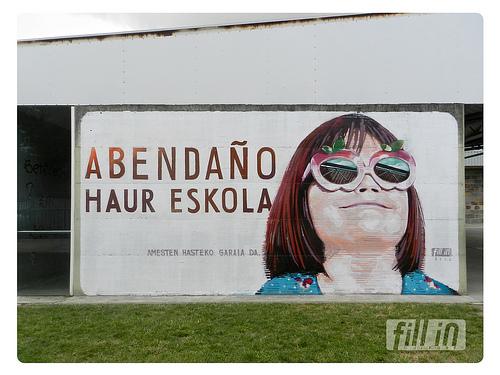 Ikastola txikian hormairudi berria  //  Nuevo mural en la ikastola txiki